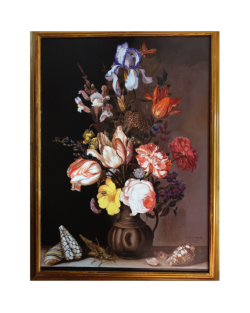 Vaso di fiori con insetti e conchiglie